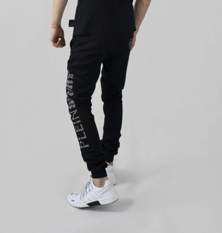 męskie czarne dresowe spodnie plein sport 1