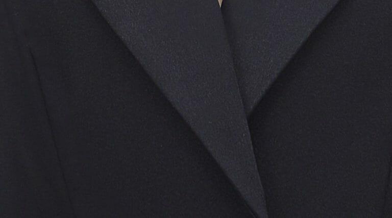 Sukienka czarna z głębokim dekoltem Self Portrait5