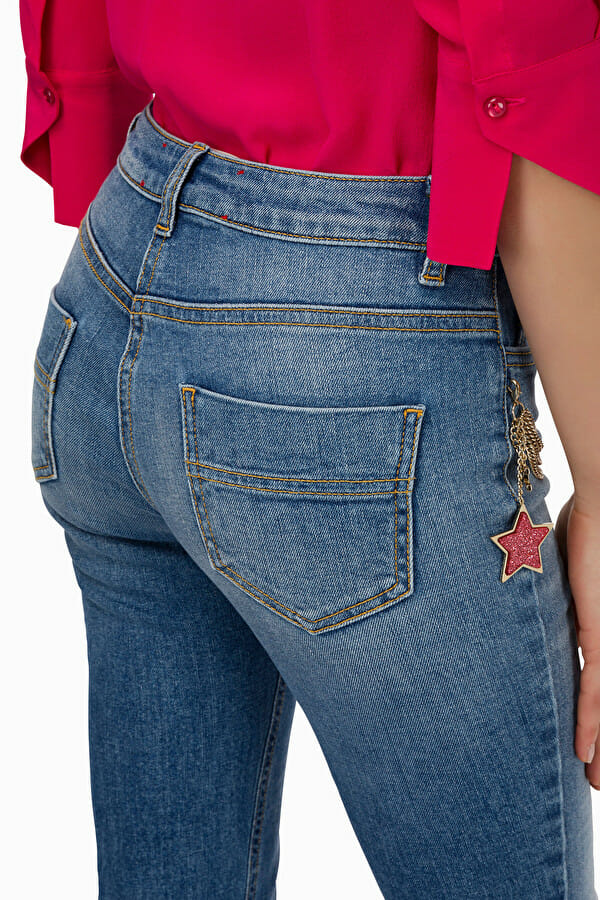 Jeansy slim z łańcuszkiem Elisabetta Franchi4