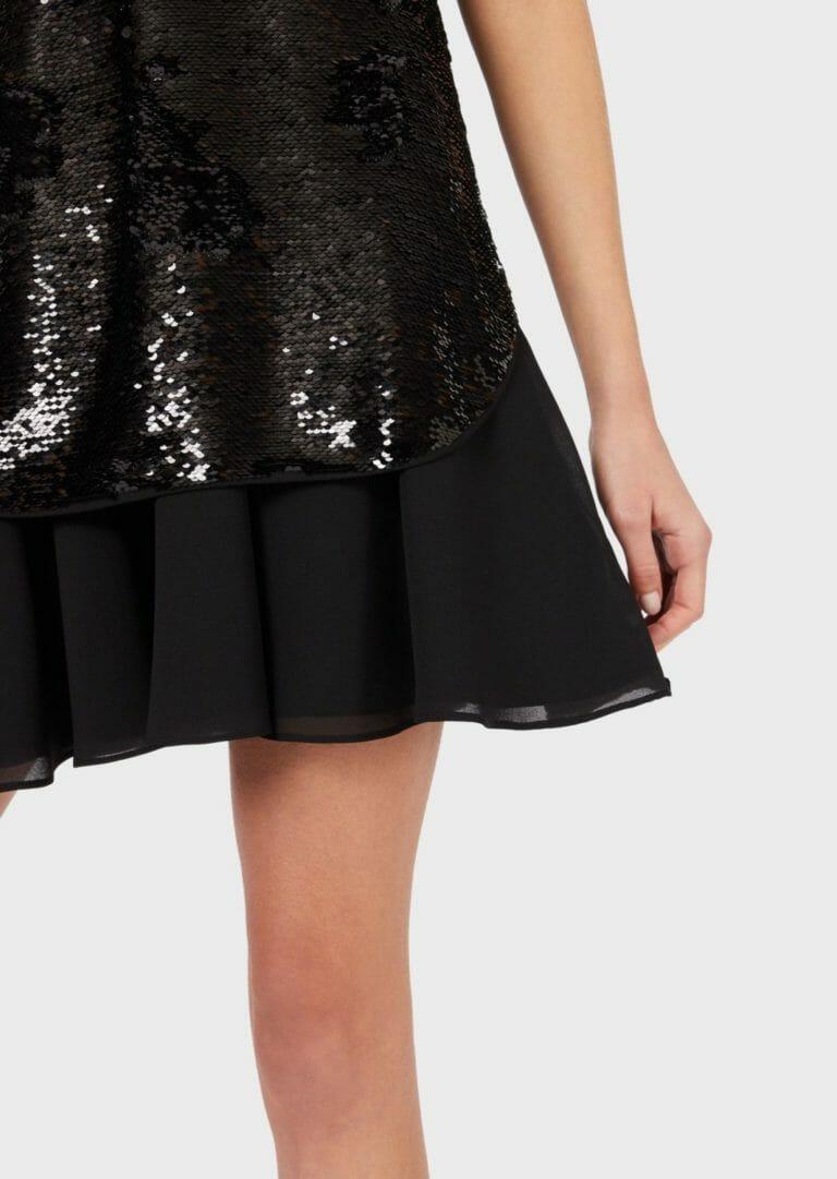 czarna cekinowa sukienka bez rekawow 4
