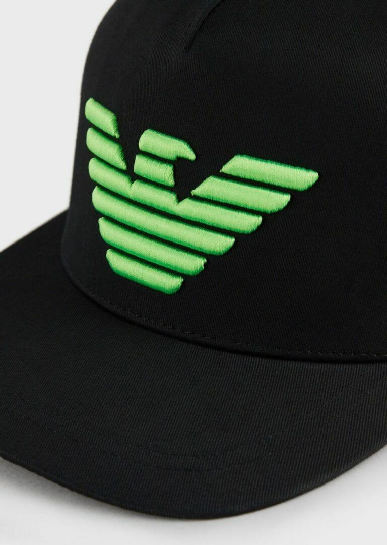 czarna czapka z zielonym logo emporio armani 2