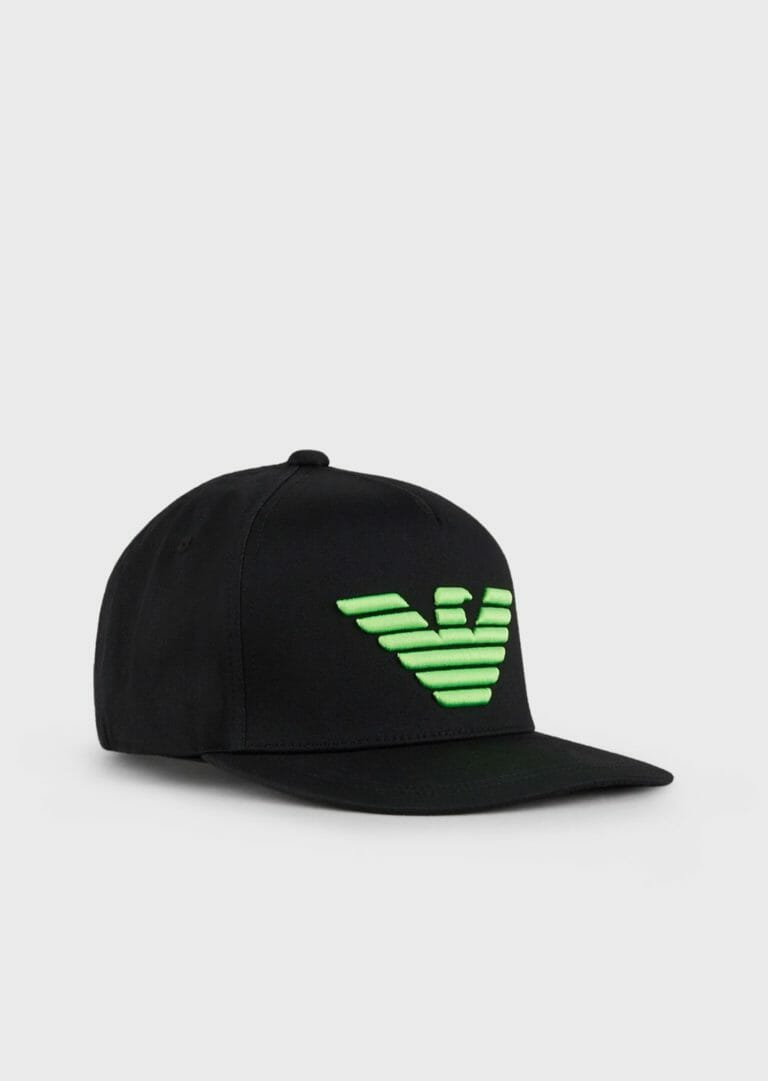 czarna czapka z zielonym logo emporio armani 3