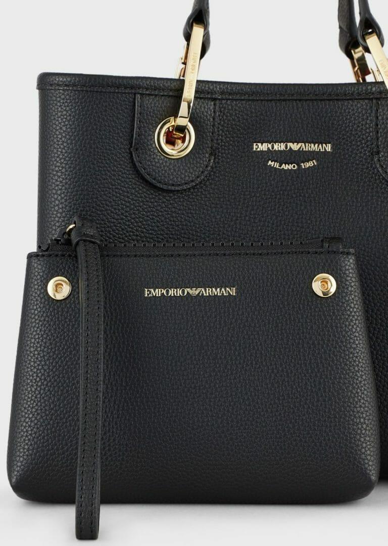 czarna torebka skorzana emporio armani z szerokim paskiem z logo 4