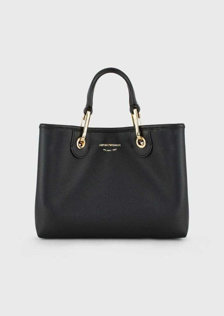 czarna torebka skorzana emporio armani z szerokim paskiem z logo 7