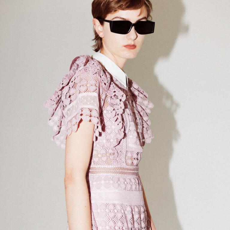liliowa sukienka koronkowa z kolnierzykiem 1
