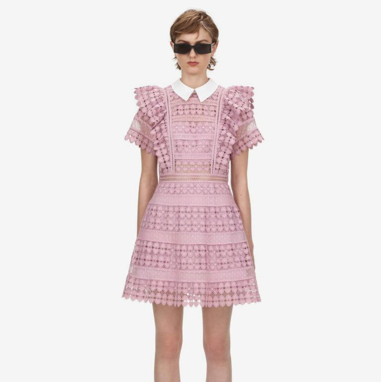 liliowa sukienka koronkowa z kolnierzykiem 2