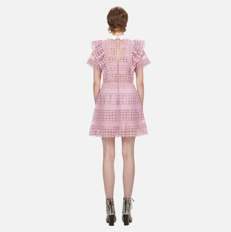liliowa sukienka koronkowa z kolnierzykiem 4