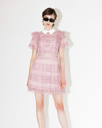 liliowa sukienka koronkowa z kolnierzykiem 5