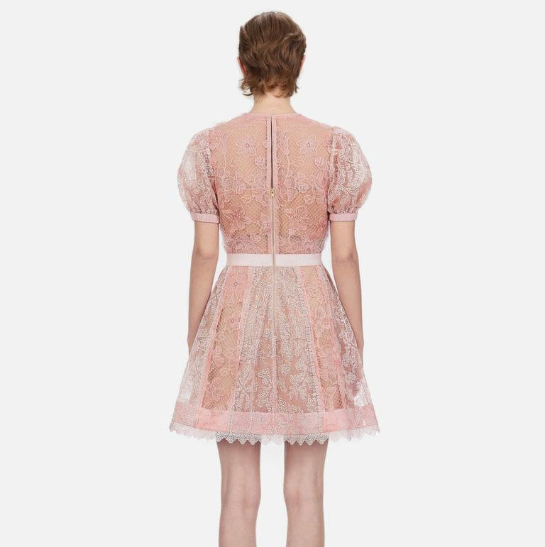 rozowa krotka koronkowa sukienka self portrait 3