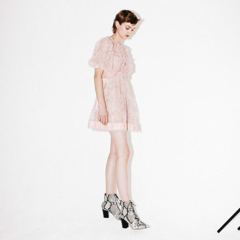 rozowa krotka koronkowa sukienka self portrait 6