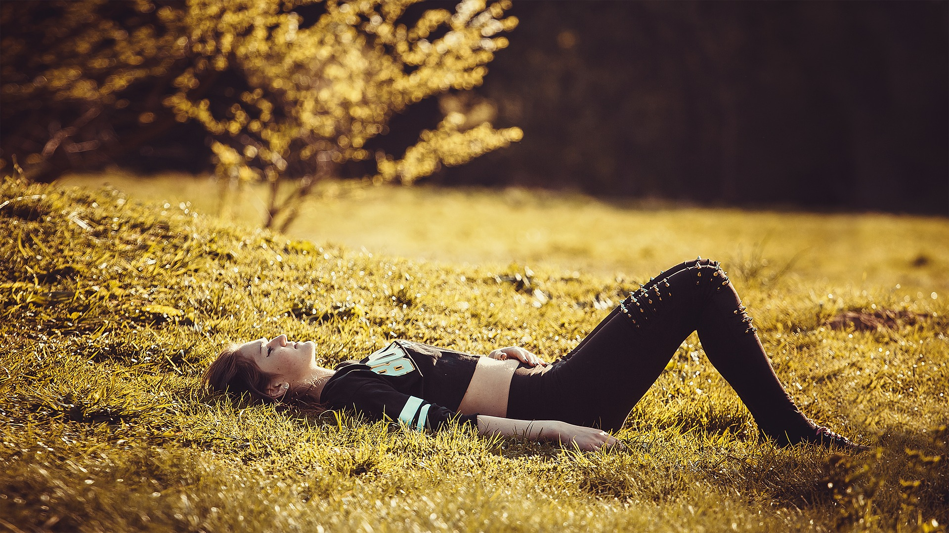 odpoczynek na trawie