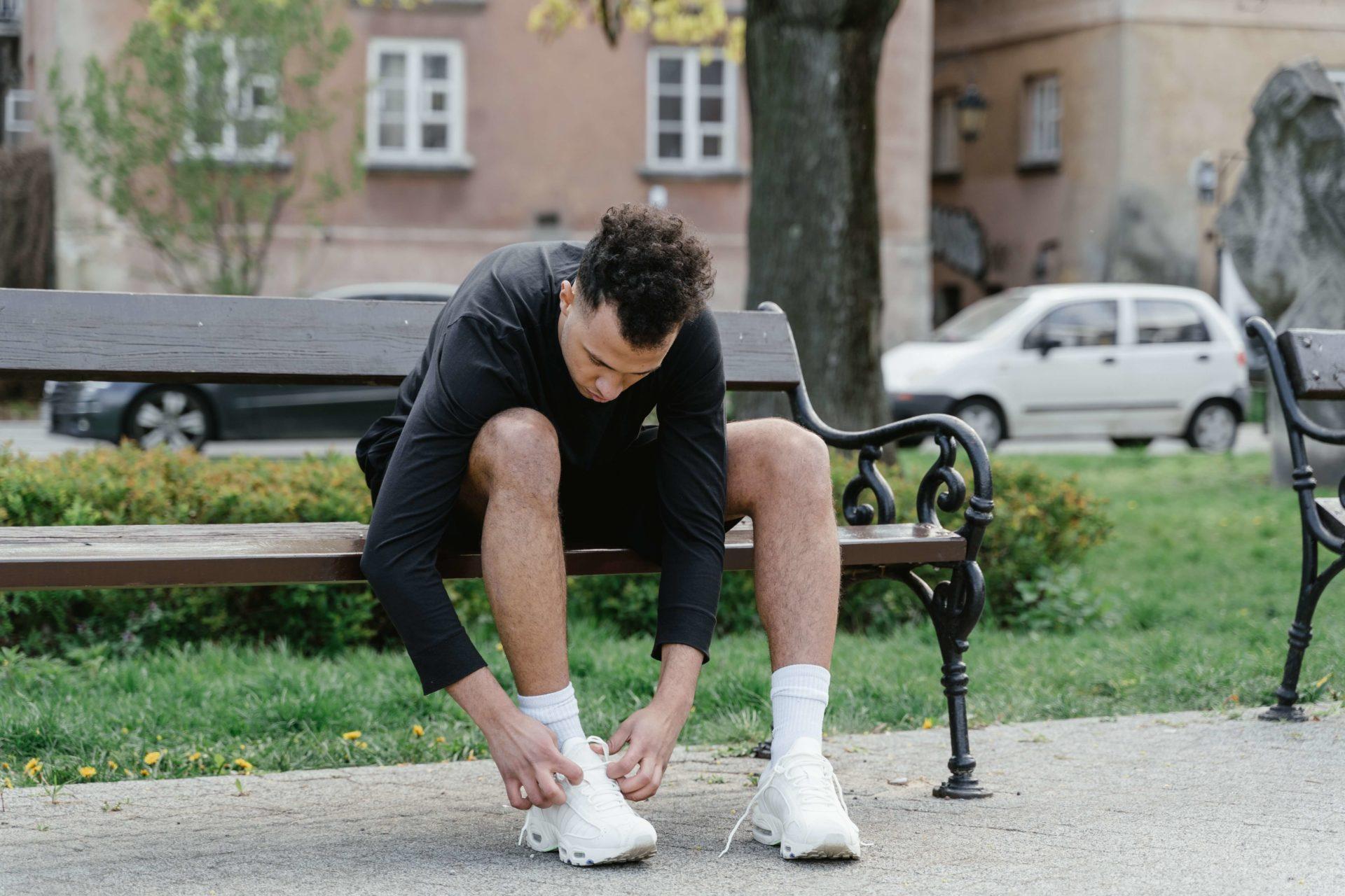 do czego ubrać białe buty męskie